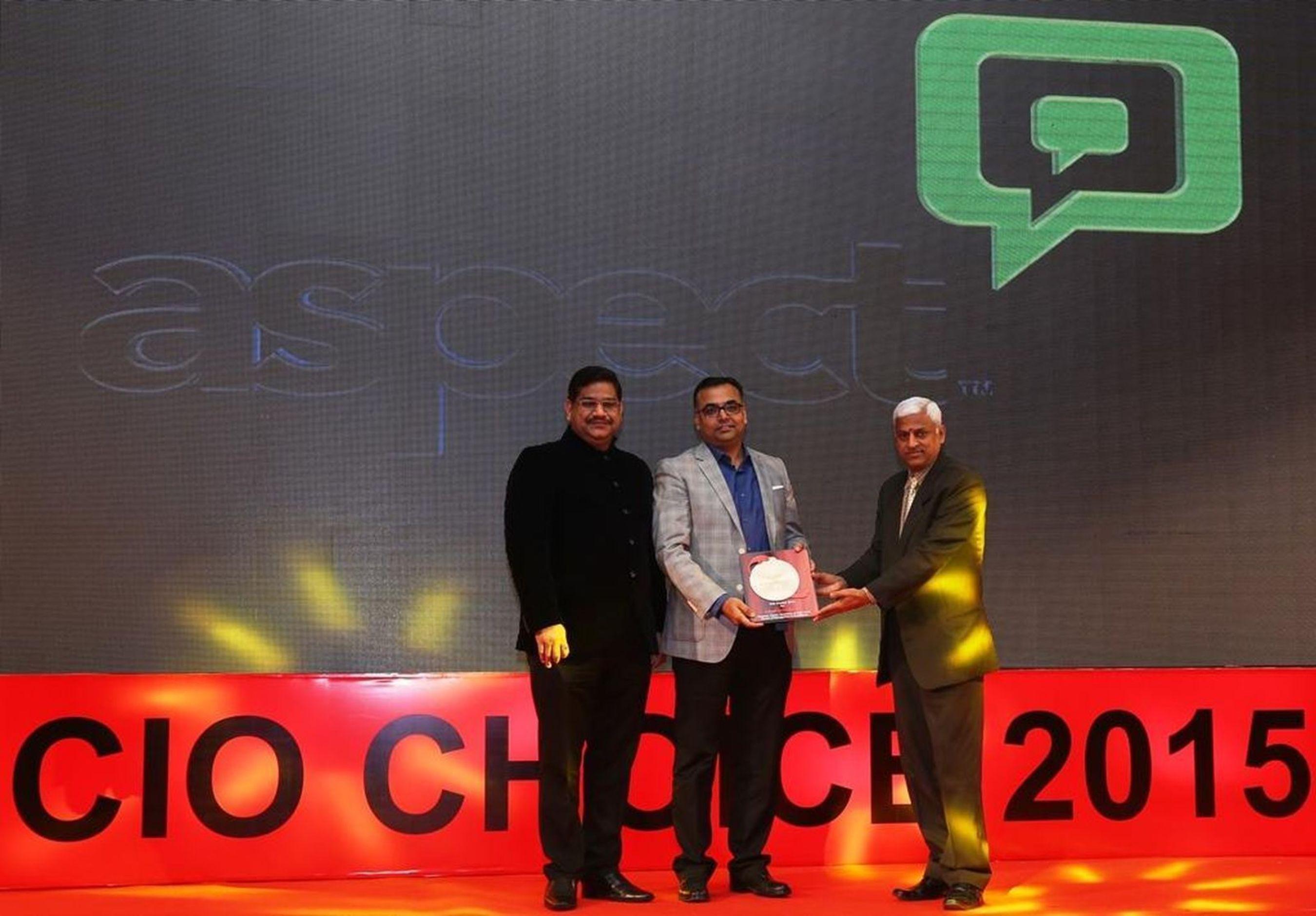 Mr. Sanjay Gupta, MD- ASEAN, India & Middle East, Aspect Software receiving the CIO Choice Award (PRNewsFoto/Aspect Software)