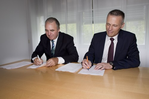 SIEMENS and INSIGHTEC sign agreement to expand access to Exablate Neuro technology.  Pictured on right:  ...
