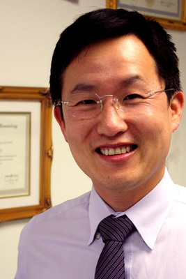 Richard Lam, MD, Marina del Rey, CA (Prostate Oncology Specialists).  (PRNewsFoto/Prostate Oncology Specialists, Inc.)