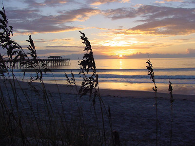 "The Myrtle Beach area is offering unbeatable vacation packages this fall for visitors looking to enjoy more fun in the sun, without the summertime crowds. With warm temperatures stretching into October and November, the Myrtle Beach area is the perfect destination for a ""second summer"" getaway. Visitors can take advantage of the destination's wealth of attractions, rich cultural history and delicious low-country cuisine. For a full listing of deals, visit www.visitmyrtlebeach.com/hotels/deals/late-fall-deals/. (PRNewsFoto/Myrtle Beach Area Chamber)"