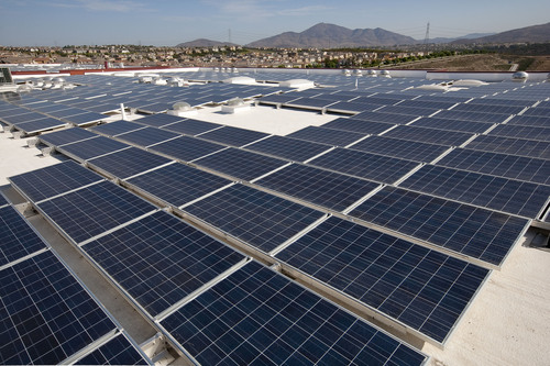 Photo of the 130 kW pv system at High Tech Elementary and High Tech Middle Chula Vista.  (PRNewsFoto/SDG&E, Ted  ...