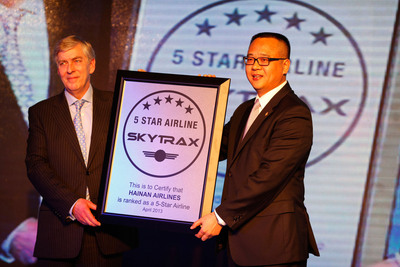 Chairman of SKYTRAX Edward Plaisted Awarded President of Hainan Airlines Liulu the Five-Star Medal.  (PRNewsFoto/Hainan Airlines)