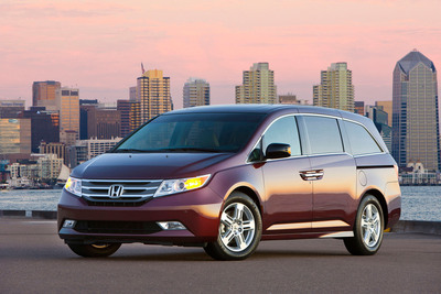 "Honda CR-V and Odyssey Win ""Best Cars For Families"" Awards From U.S. News & World Report.  (PRNewsFoto/American Honda Motor Co., Inc.)"