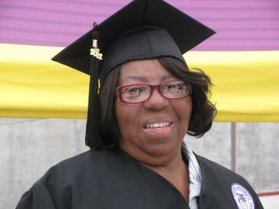 71-year-old Ashford University graduate Savannah Jones of Fort Worth, Texas.  (PRNewsFoto/Ashford University)