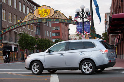 "2014 Mitsubishi Outlander Named to Kelley Blue Book's KBB.com ""10 Most Affordable 3-Row Vehicles"" List (PRNewsFoto/Mitsubishi Motors North America)"