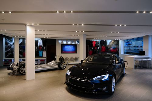 tesla ouvre un nouveau store au centre ville de gen ve. Black Bedroom Furniture Sets. Home Design Ideas