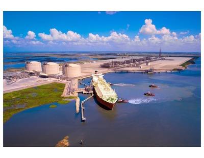 Cameron LNG receipt terminal in Hackberry, La. and the future natural gas liquefaction export facility. (PRNewsFoto/Sempra Energy)
