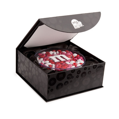 At mymms.com, M&M'S fans can design customized blends of chocolate candies that feature personal messages, clip art and even photos. Combined with an array of thoughtful gifts and packing options to accompany the candies, MY M&M'S are sure to be a unique Valentine's Day gift that will always be remembered.  (PRNewsFoto/Mars Retail Group)