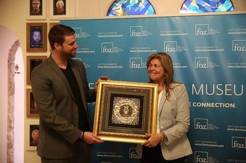 Pastora Cosme received FOZ's Friendship Award (PRNewsFoto/The Friends of Zion Museum)