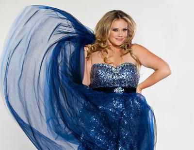 Sydney's Closet Blue Prom Dress.  (PRNewsFoto/Sydney's Closet)