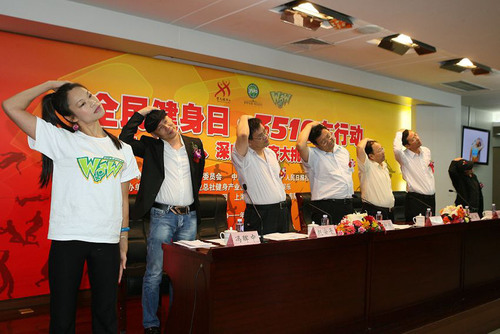 Representatives from organizers of '3510 Health for All' (General Administration of Sports for China, Touchmedia, China Communist Youth League Beijing Municipal Committee, China Sports Media Group) do the in-taxi workout.  (PRNewsFoto/Touchmedia)