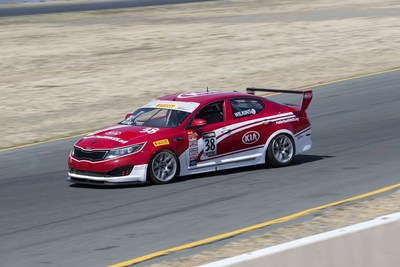 Championship on the line for Kia Racing in Pirelli World Challenge season finale. (PRNewsFoto/Kia Motors America)