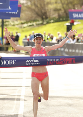 Deena Kastor Wins the 2015 MORE/FITNESS/SHAPE Women's Half-Marathon