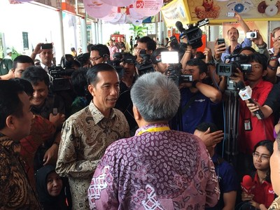 President of Republic of Indonesia, Mr. Joko Widodo, speaking with Mr. Sonoeto, Chairman of Indonesia Furniture Association, AMKRI, at Indonesia Furniture Expo 2015, IFEX 2015