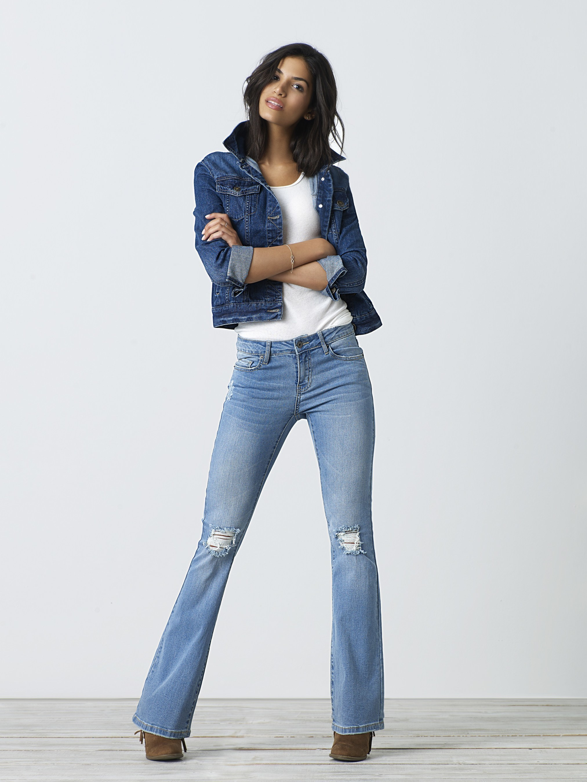 Sears has introduced the new R1893 denim line, just in time for back-to-school season. With a name calling back to the when the Sears Roebuck name first appeared, this new women's collection takes denim to a new level. The collection features six fits and 52 washes - hi-rise jeggings, girlfriend, boot, skinny, jegging, and skinny flare - with higher cotton content and fits with varying stretch, making the jeans feel buttery, yet durable, and holding in the right places.