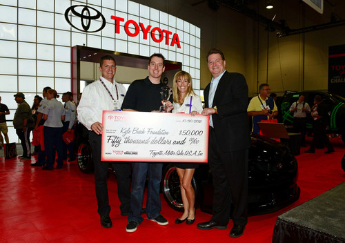 Kyle Busch and team members with Toyota's Ed Laukes and Rutledge Wood.  (PRNewsFoto/Toyota Motor Sales, U.S.A., Inc.)