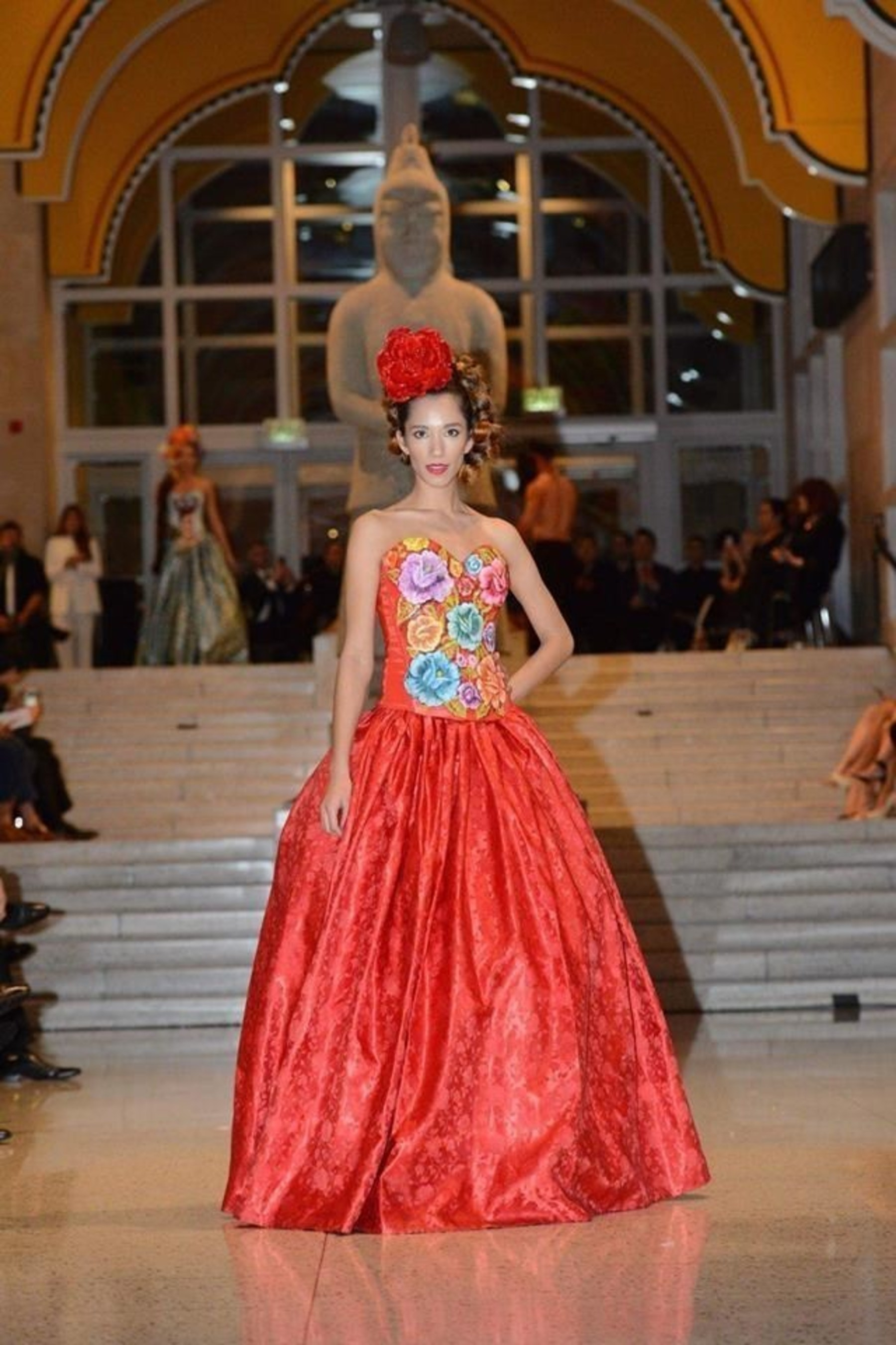 Metropolitan Fashion Week's Closing Gala Features Celebrity Costume, Fashion Designers and a Tribute to Breast Cancer