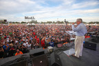 Luis Palau Festival Heats Up 75,000 in Sacramento
