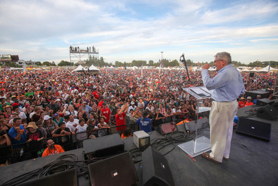 High temperatures fail to dampen the spirits of the crowd as Luis Palau shares a message of hope.  (PRNewsFoto/Luis Palau Association, Brad Person)