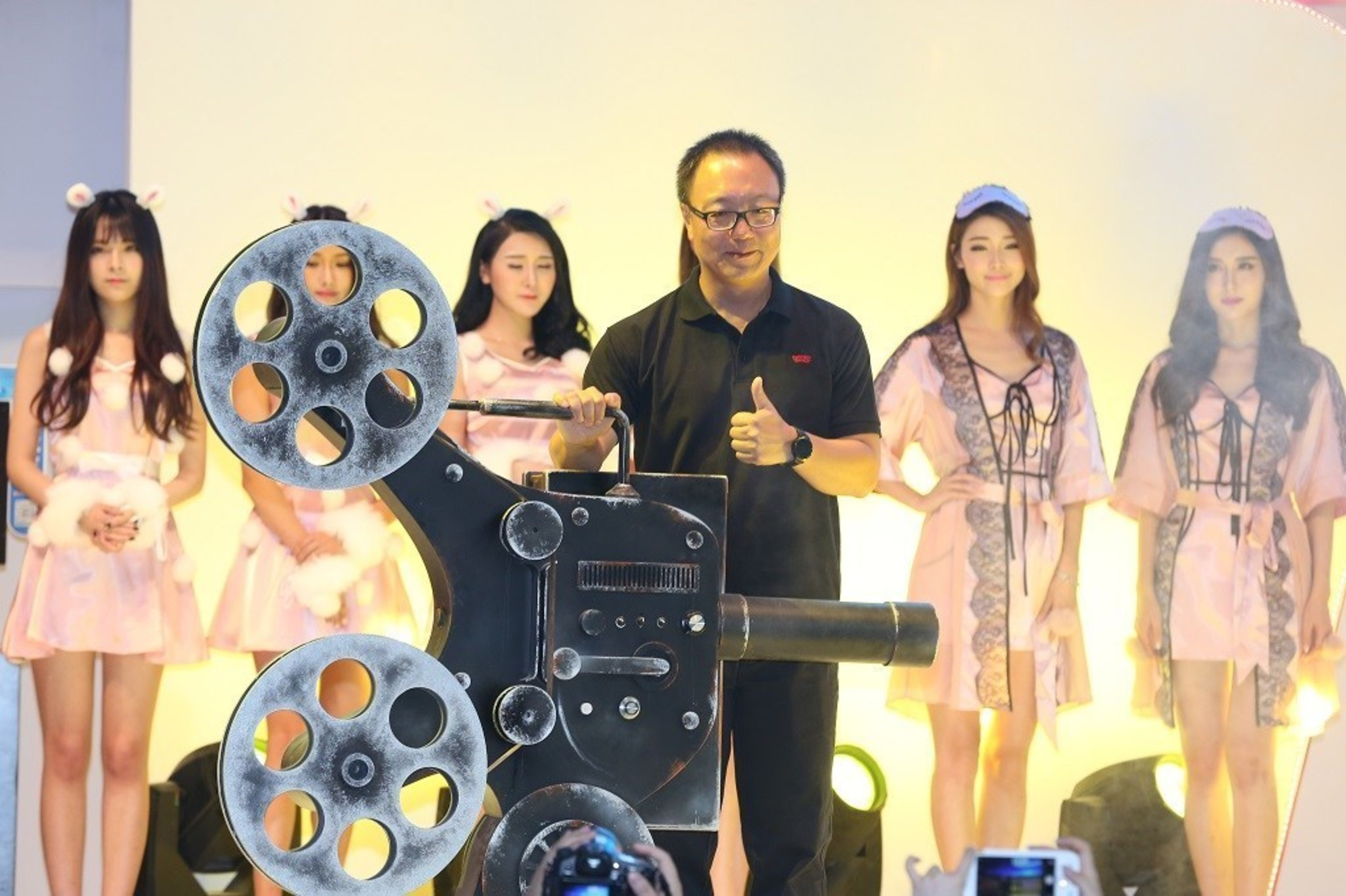 Perfect World CEO Dr. Robert Hong Xiao Attends Perfect World 2016 ChinaJoy Opening Ceremony