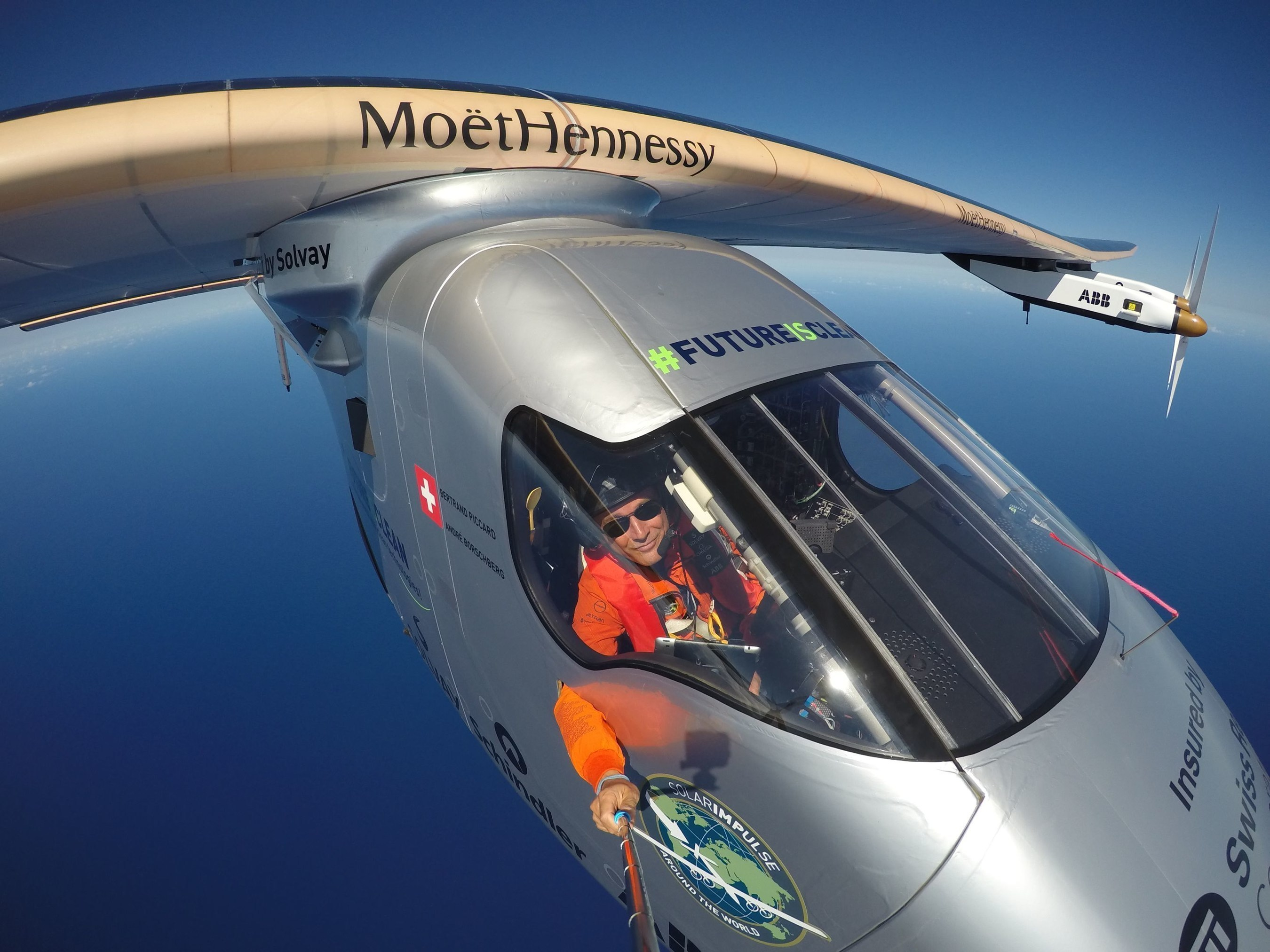 Hawaii, USA, April 9th 2016: Bertrand Piccard doing a selfie during his last training flight in Hawaii before the round-the-flight resumes. COPYRIGHT:Solar Impulse (PRNewsFoto/Moet Hennessy SNC)