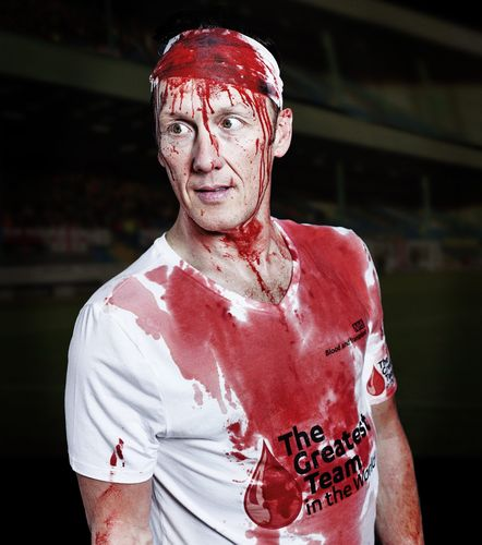 Lee Dixon recreates Terry Butcher's World Cup qualifier in 1989 (PRNewsFoto/NHS Blood and Transplant)