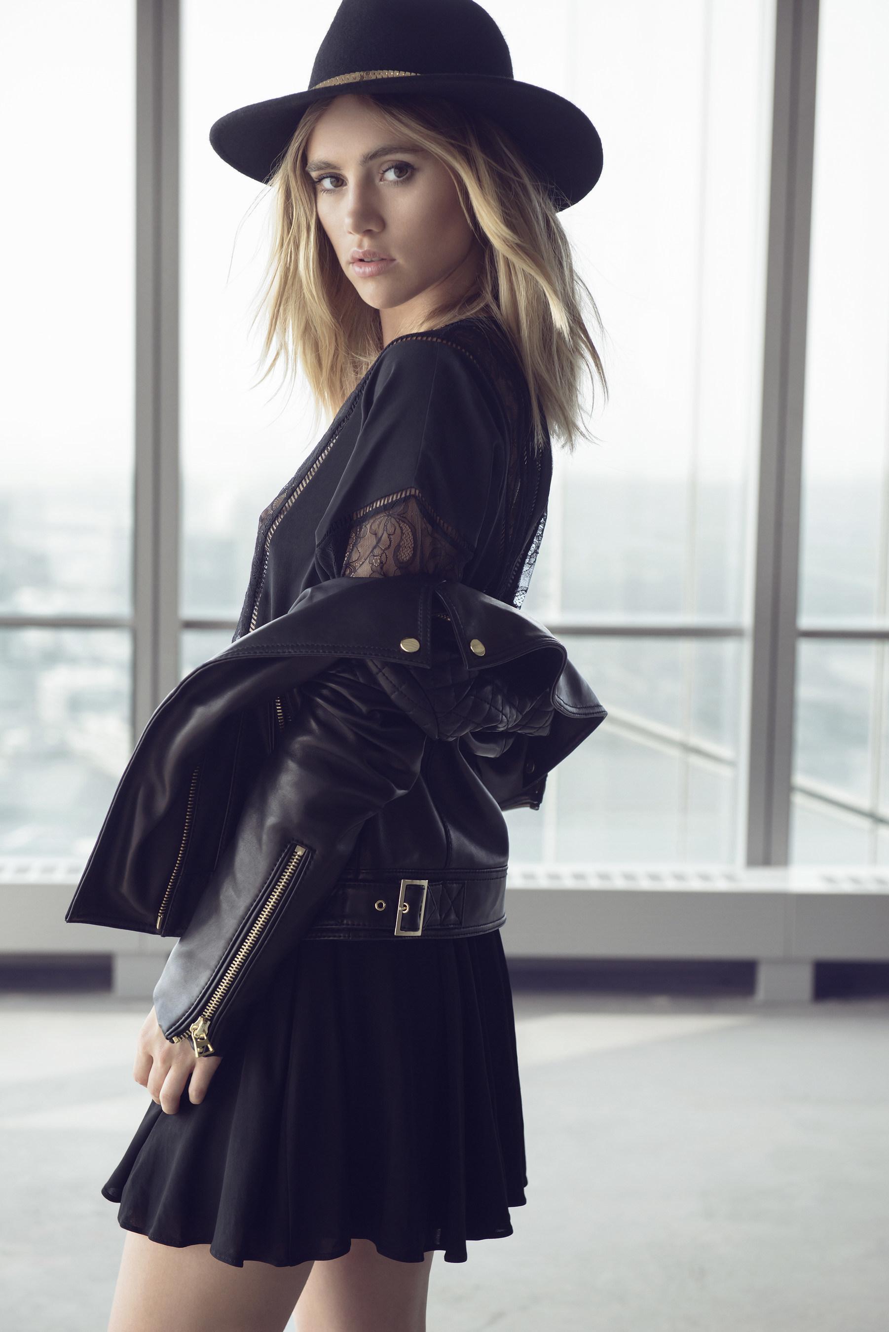 """EXPRESS przedstawia debiutancką kolekcję garderoby kapsułowej """"Edition' prezentowaną przez gwiazdy"""