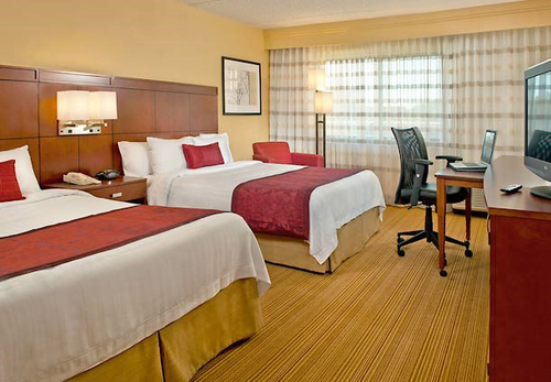 The Courtyard Raleigh-Durham Airport hotel welcomes all fans in town for the Men's & Women's U.S. Open at Pinehurst. The hotel near Cary, NC, offers golf fans the opportunity to explore the surrounding area while taking advantage of deluxe ...