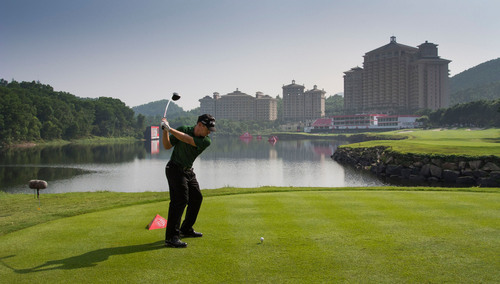 Louis OOSTHUIZEN in action on 18th of Olazabal Course, Mission Hills Dongguan - WGC HSBC Champions 2012.  ...