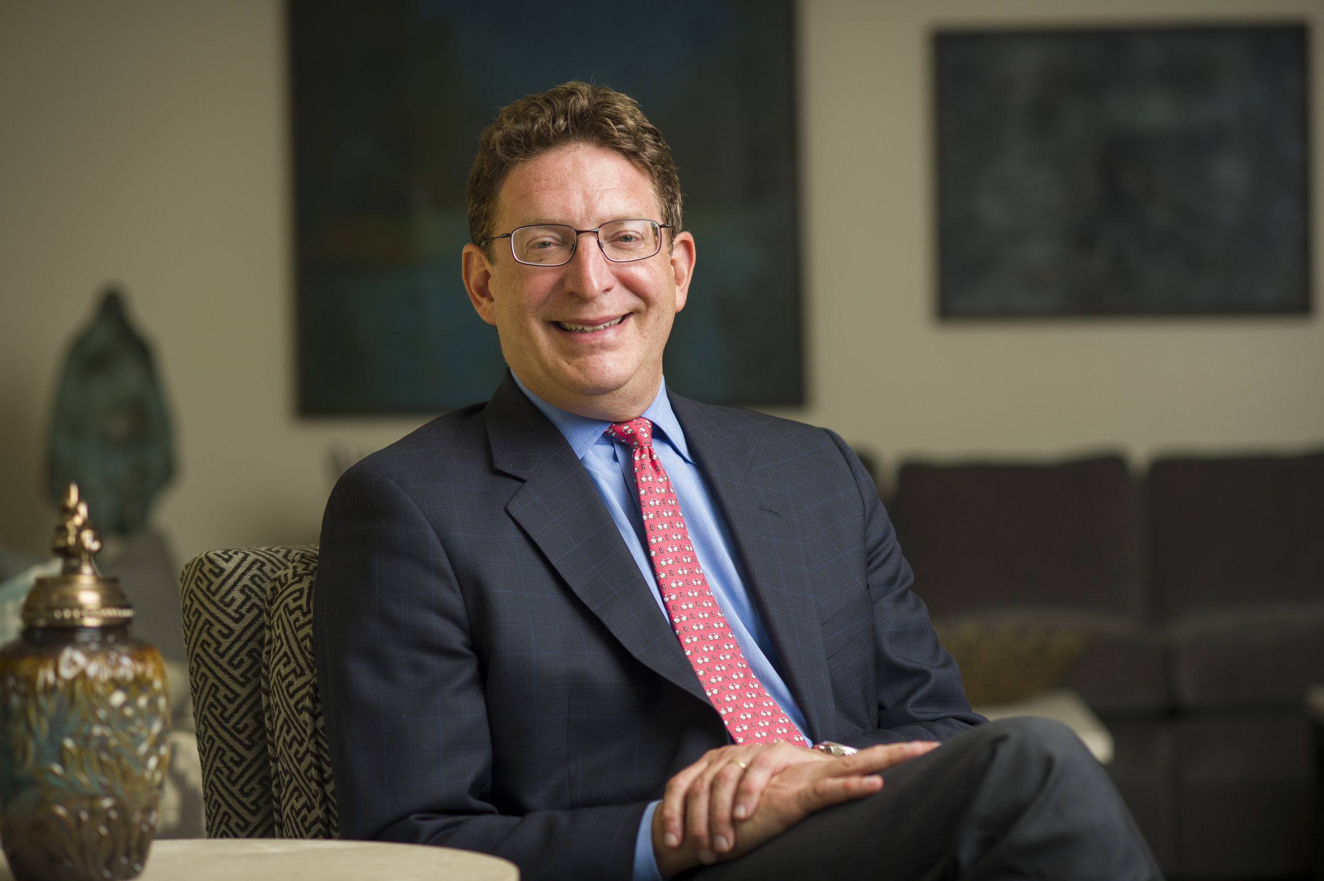Dr. Jeffrey Herbst, the outgoing president of Colgate University and a noted political scientist and award-winning author, has been named president and CEO of the Newseum and the Newseum Institute.