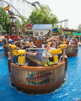 Olympic swimmer, Tarwater, takes Tsunami Soaker challenge at Six Flags St. Louis. (PRNewsFoto/Six Flags St. Louis)