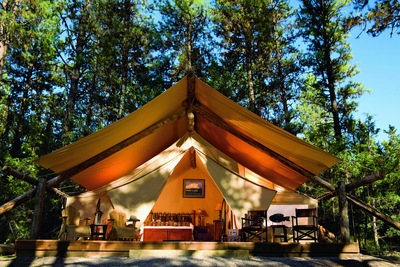 SKINNY COW(R) Frozen Treats and Candy will be pampering nine winners and their girlfriends with one of the hottest getaway trends for the ladies – glamping.  The luxurious Resort at Paws Up(R) in Montana is where you can indulge in the great outdoors, but with comfy beds, jetted tubs and chic campfire cuisine. Visit https://glamping.skinnycow.com/ for official rules and entry. (PRNewsFoto/Nestle USA)