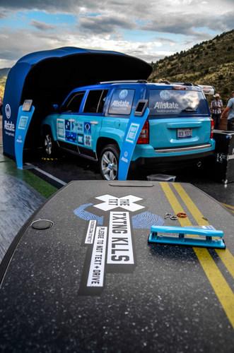 El simulador de Allstate's RealityRides® maneja de costa-a-costa para ayudar a salvar vidas