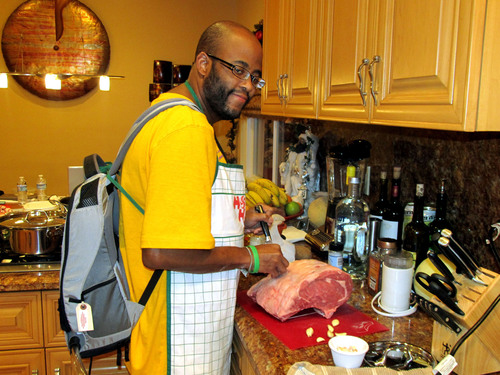 SynCardia Total Artificial Heart patient Chad Washington is an aspiring personal chef who has suffered from congenital heart disease all his life. He is currently waiting for a matching donor heart at home using the Freedom portable driver to power his Total Artificial Heart, which he is wearing in the Backpack.  (PRNewsFoto/SynCardia Systems, Inc.)