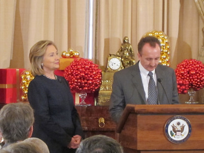U.S. Secretary Clinton honors Mars, Inc. with an Award for Corporate Excellence.  (PRNewsFoto/Mars, Incorporated)