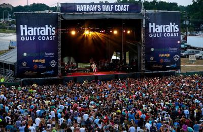 Country Star Darius Rucker rocks the Grand Opening of Harrah's Gulf Coast.