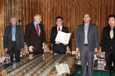 Dr. Rongxiang Xu (center), awarded with the certificate and medal of Golden Biatec 2013.  (PRNewsFoto/Dr. Rongxiang Xu)