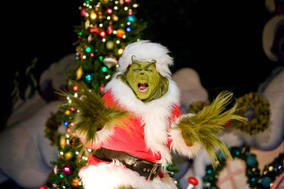 "Beginning on December 10 and 11 and continuing daily from December 17 through January 1, 2012, a very, merry ""Grinchmas""(TM) returns to Universal Studios Hollywood as the theme park rings in a jolly Who-liday season with the Grinch, his faithful dog Max, tons of fresh snow and nightly celebrity readings of the Dr. Seuss classic, ""How The Grinch Stole Christmas.""  (PRNewsFoto/Universal Studios Hollywood)"