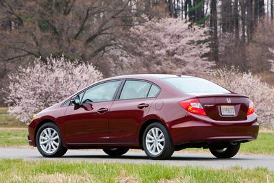 El Honda Civic 2012 fue nominado como uno de los 10 Mejores Automóviles Verdes de 2012 por el sitio kbb.com de Kelley Blue Book