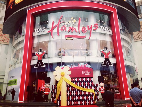 Exterior of Hamleys store in Nanjing (PRNewsFoto/Hamleys)