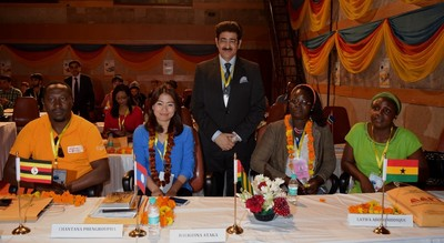 Sandeep Marwah (centre) with the foreign delegates