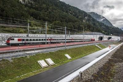 First electric test drive (PRNewsFoto/Swiss Travel System AG)