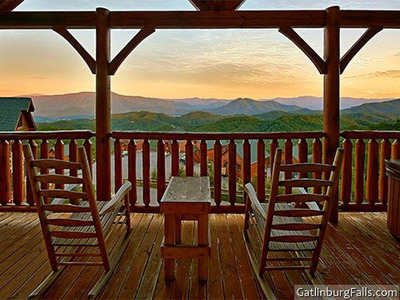 CabinsOfTheSmokyMountains.com, Gatlinburg Cabins.  (PRNewsFoto/Cabins of the Smoky Mountains)
