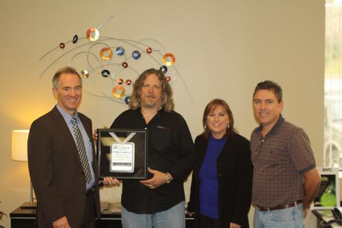 FiberPlex CEO Buddy Oliver, center, accepts the Neutrik premierePARTNER award on behalf of the FiberPlex WDM-16 product team.  (PRNewsFoto/FiberPlex Technologies, LLC)