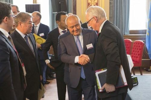 Lord Maude, Minister of Trade & Investment, UKTI (right) Umirzak Shukeyev, CEO of Samruk-Kazyna (left) ...