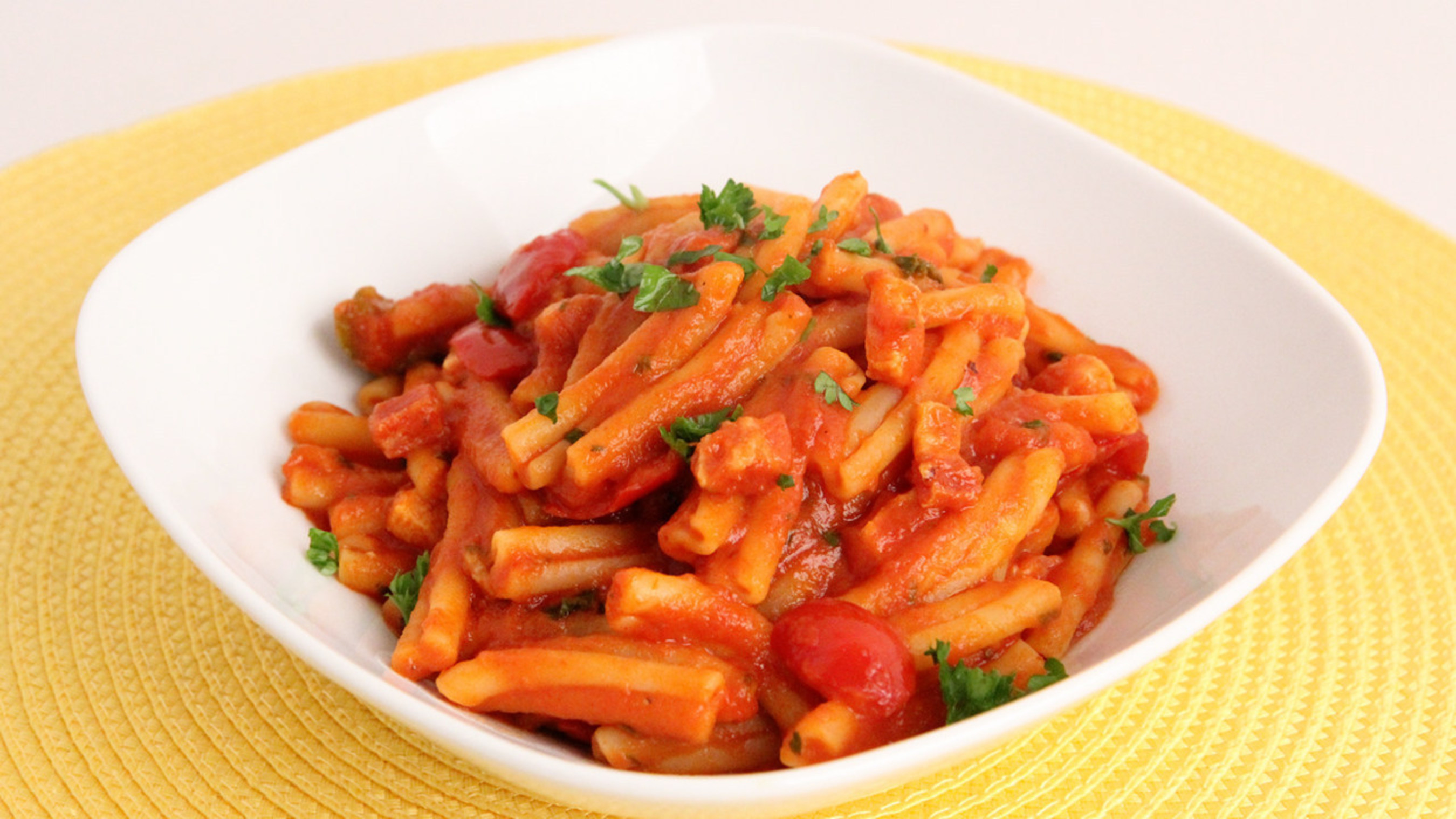 """ConAgra Foods brands including Hunt's(R) tomatoes, Alexia(R) Foods and Reddi-wip(R) are offering Valentine's Day meal ideas through partnerships with Internet cooking show host Laura Vitale (""""Laura in the Kitchen"""") and grocery delivery service Instacart. Pasta with Pancetta and Cherry Peppers, created on behalf of Hunt's(R) tomatoes and one of Vitale's childhood favorites, is a delicious, simple dish that requires only a handful of ingredients. Couples are encouraged to post a picture of their Valentine's Day meal at home using #VDayIn. Additional recipes and inspiration for a romantic Valentine's Day from ConAgra Foods brands can be found at www.forkful.com."""