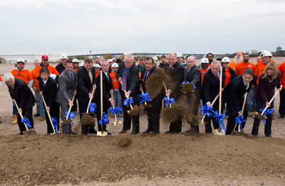 Governor Christie and Mayor McCormac Highlight CPV Woodbridge Energy Center Groundbreaking. (PRNewsFoto/Competitive Power Ventures) (PRNewsFoto/COMPETITIVE POWER VENTURES)