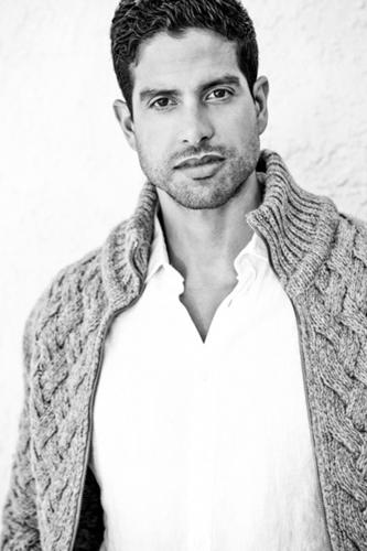 Chivas Regal® se asocia con el actor Adam Rodriguez en el espíritu de fraternidad