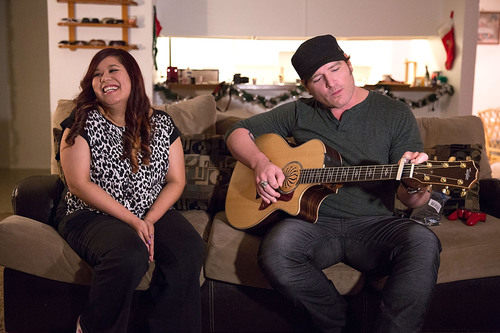 "Jerrod Niemann surprises San Antonio fan with a private morning concert in her living room in response to her tweeting ""@Jerrod Niemann, good morning. It's 6:40 am, do you think the neighbors would hate me if I blasted your music right now?"" To submit a wish for the chance to have it made into a reality, visit www.Facebook.com/ToasterStrudel and click on ""Morning Movers."" (PRNewsFoto/Pillsbury Toaster Strudel) (PRNewsFoto/PILLSBURY TOASTER STRUDEL)"