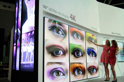 LG Electronics introduces the 98-inch class Ultra HD commercial-grade display (PRNewsFoto/LG Electronics USA)